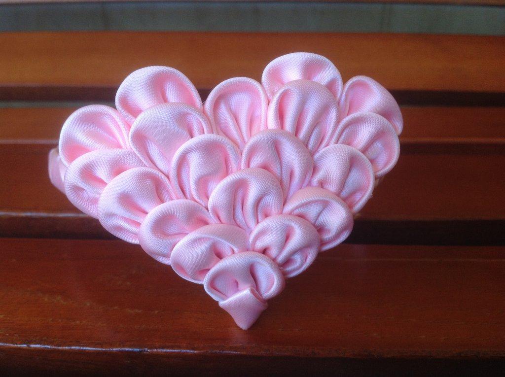 Cerchietto con cuore rosa kanzashi