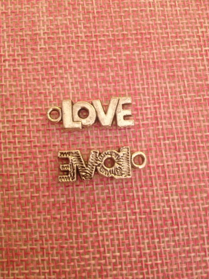 charms a forma scritta love