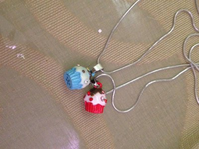 collana in metallo con ciondolo cupcake in resina e strass