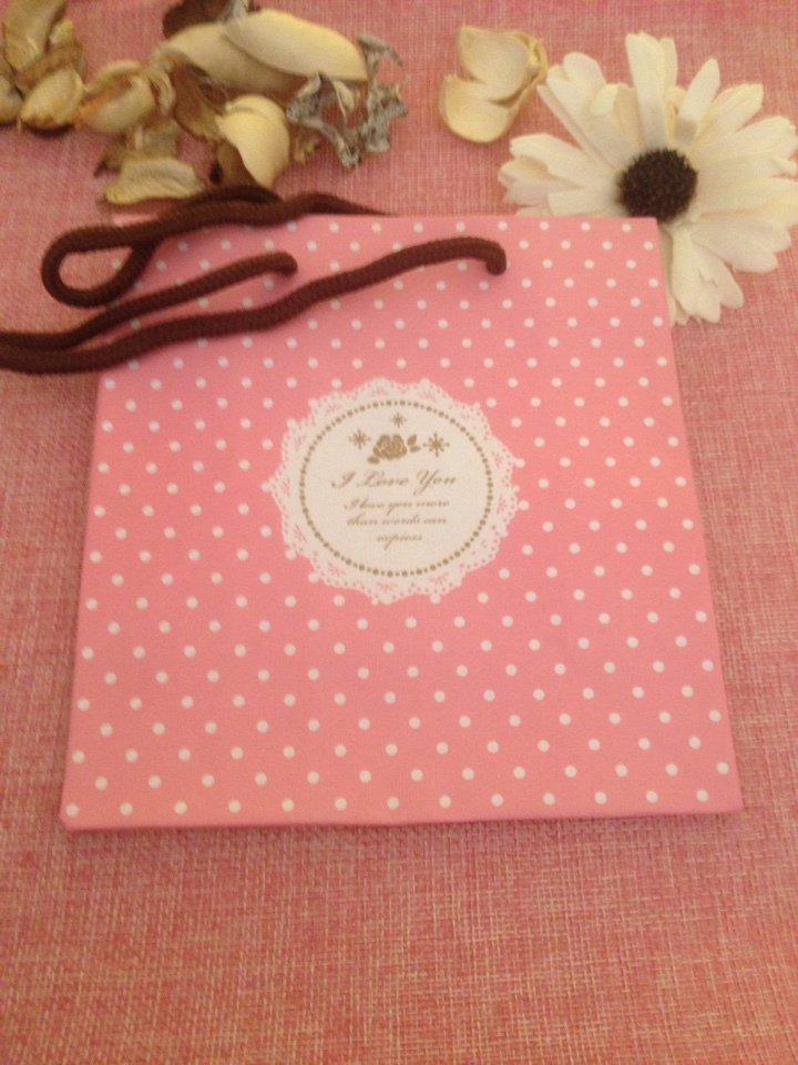 Sacchetto regalo rosa a pois bianchi con scritta I love you