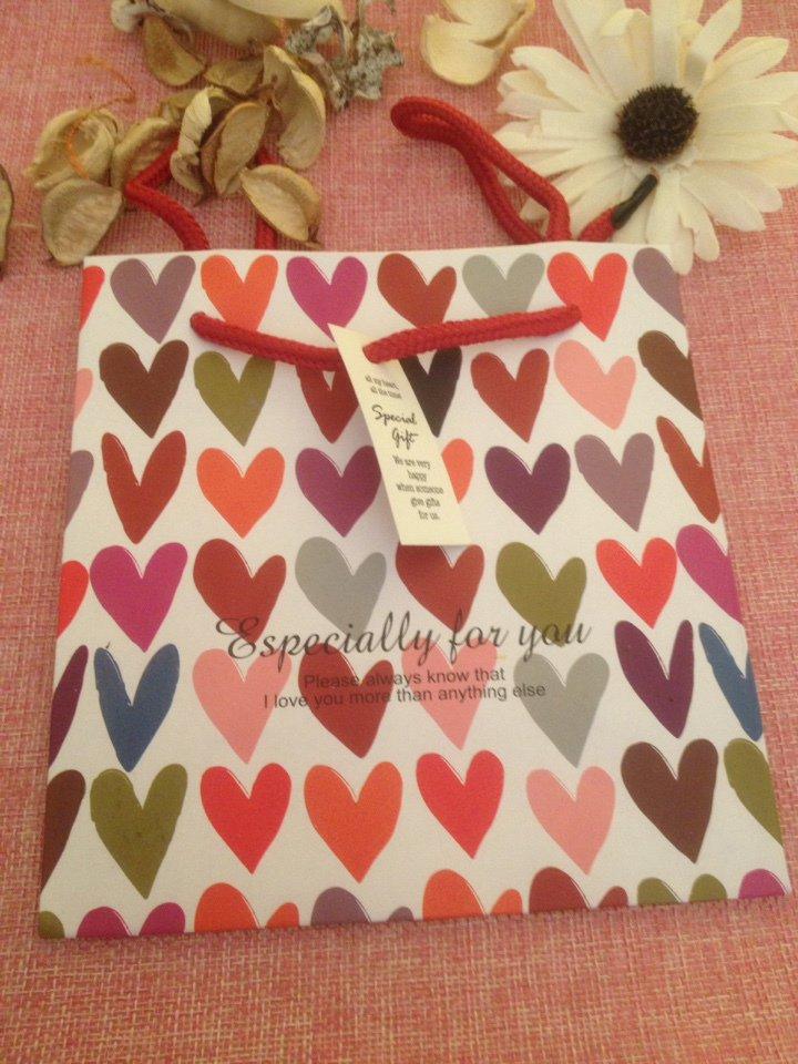 sacchettino regalo con cuori colorati con scritta especially for you