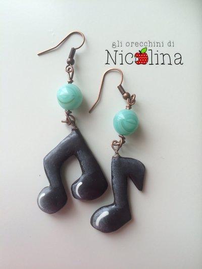 Orecchini note musicali con perla in vetro verde acqua