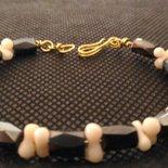 bracciale con base ottone,e pietre ematite corallo bianco.