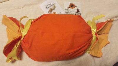 Cuscino Caramella lungo   con imbottitura in pula di farro sfoderabile