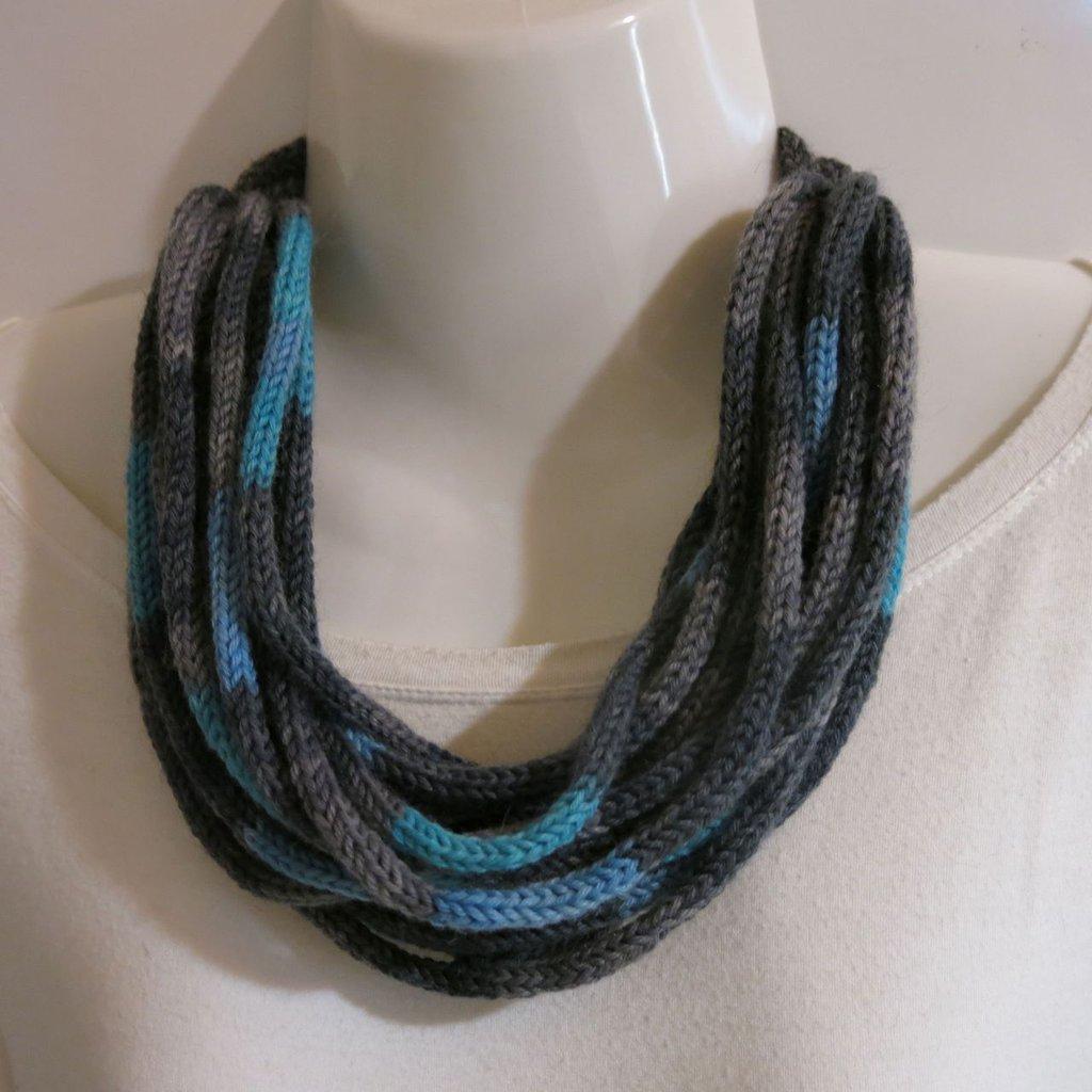 Collana multifilo in lana