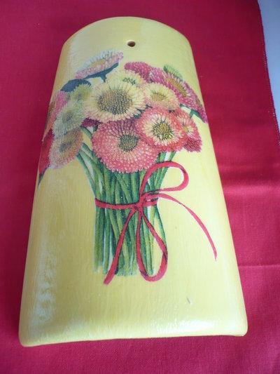 tegola gialla fiore