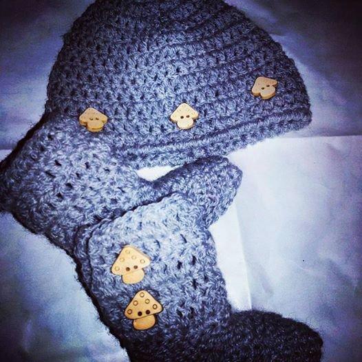 Cappellino e stivaletti TIPO UGG NEONATO  uncinetto