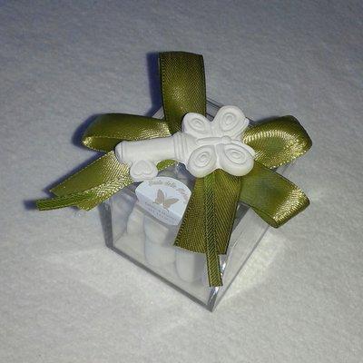 Bomboniera matrimonio scatolina in plexiglass con gessetto profumato a forma di chiave