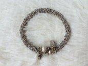 Bracciale di perline creato con la spirale russa, colori azzurrino/grigio e milky light topaz. Metallo color argento