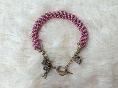 Bracciale di perline creato con la spirale russa, colori rosa e lilla/glicine. Metallo color argento