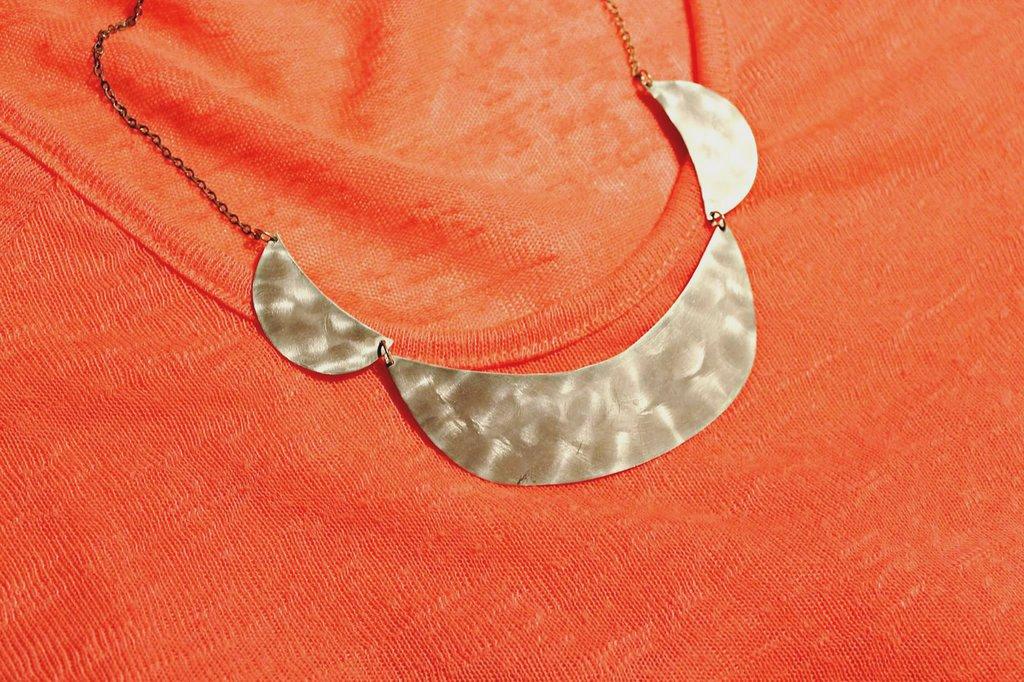 Collana mezzaluna metallo