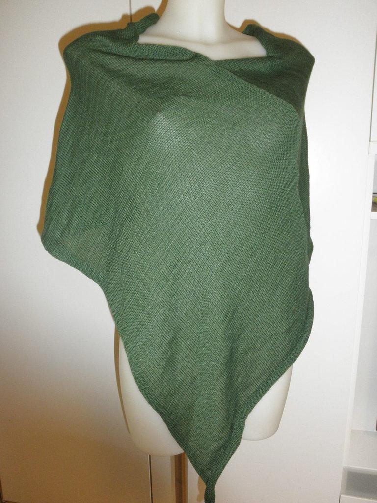 Poncho verde donna,misto lana,poncho leggero,maglieria,accessori donna
