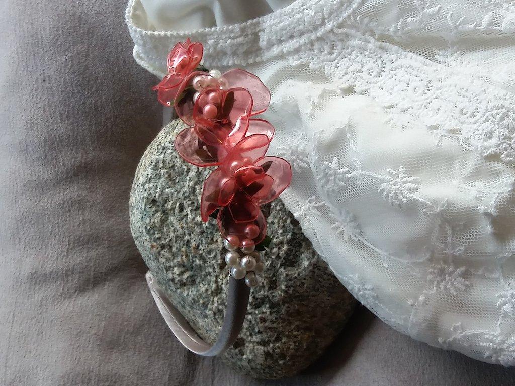 Cerchietto e fiori
