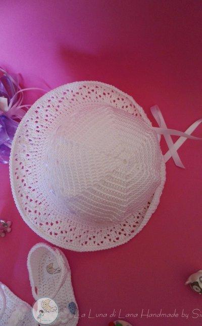 a poco prezzo alta qualità eccezionale gamma di colori Cappello per cerimonia a uncinetto e sandalini per bimba coordinati