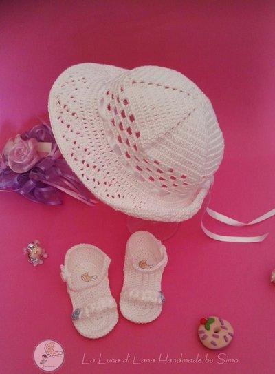 Cappello per cerimonia a uncinetto  e sandalini per bimba coordinati