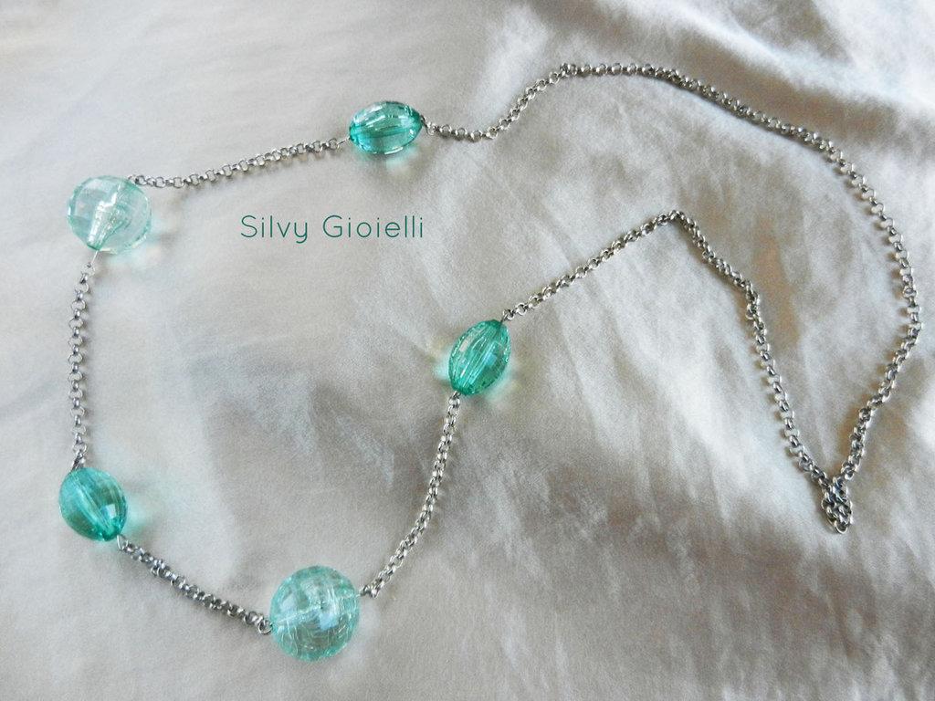Collana di catena e perle in resina trasparenti verde acqua