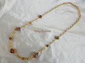 Collana di catena dorata con perle