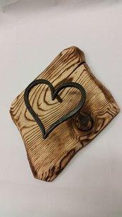 attaccapanni in ferro battuto a cuore e legno