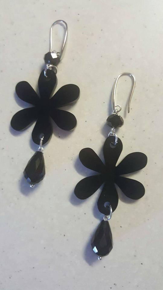 orecchini fiori neri
