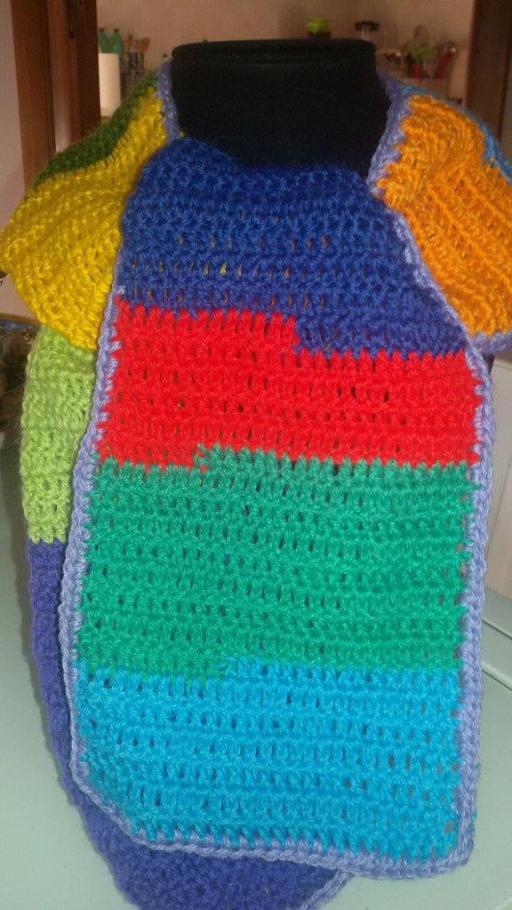 Scaldacollo in lana multicolor con bordo lilla