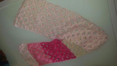 Sciarpa in lana rosa ad arcate
