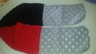 Sciarpa in lana nera, rossa e grigio laminato