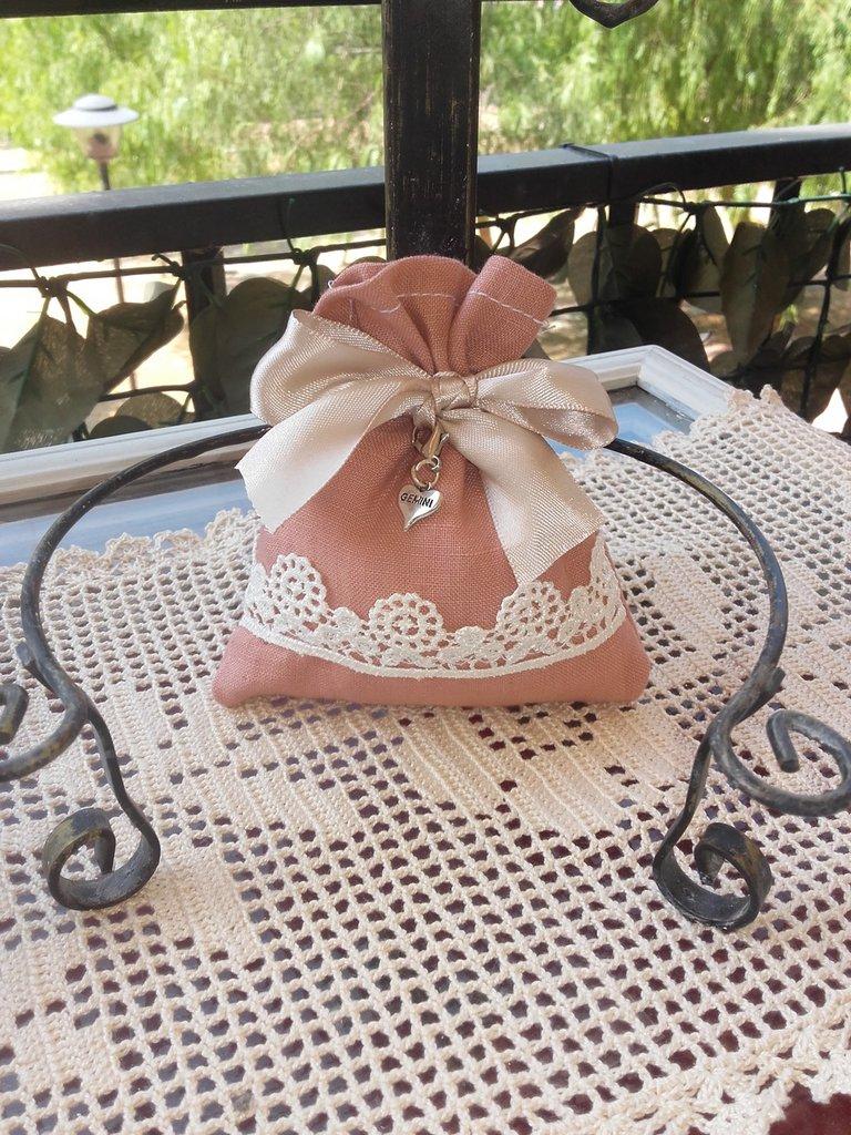 Sacchetto portaconfetti in lino rosa