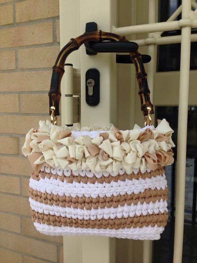 small bag bianca con manico bamboo