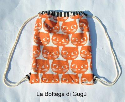 """Zainetto """"Urban style"""" con gatti arancioni e pois bianchi e neri"""