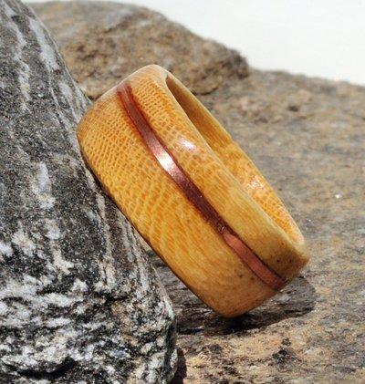 Anello veretta in Koto con intarsio in filo di rame fatto a mano