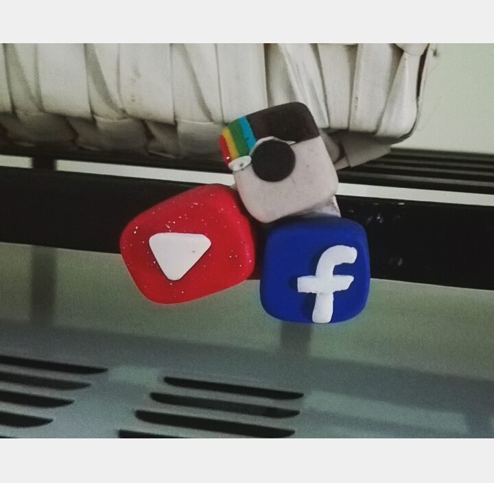 Calamita facebook,instagram,.you tube