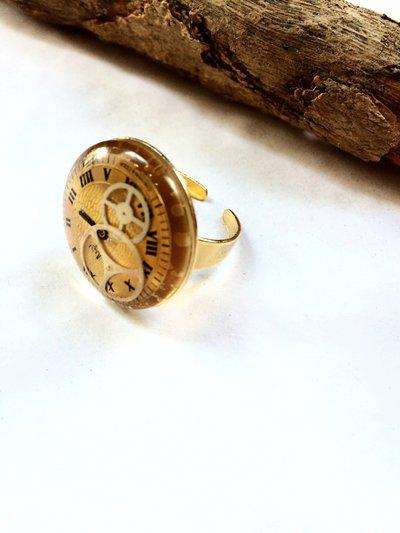 Anello regolabile in resina con quadrante di orologio