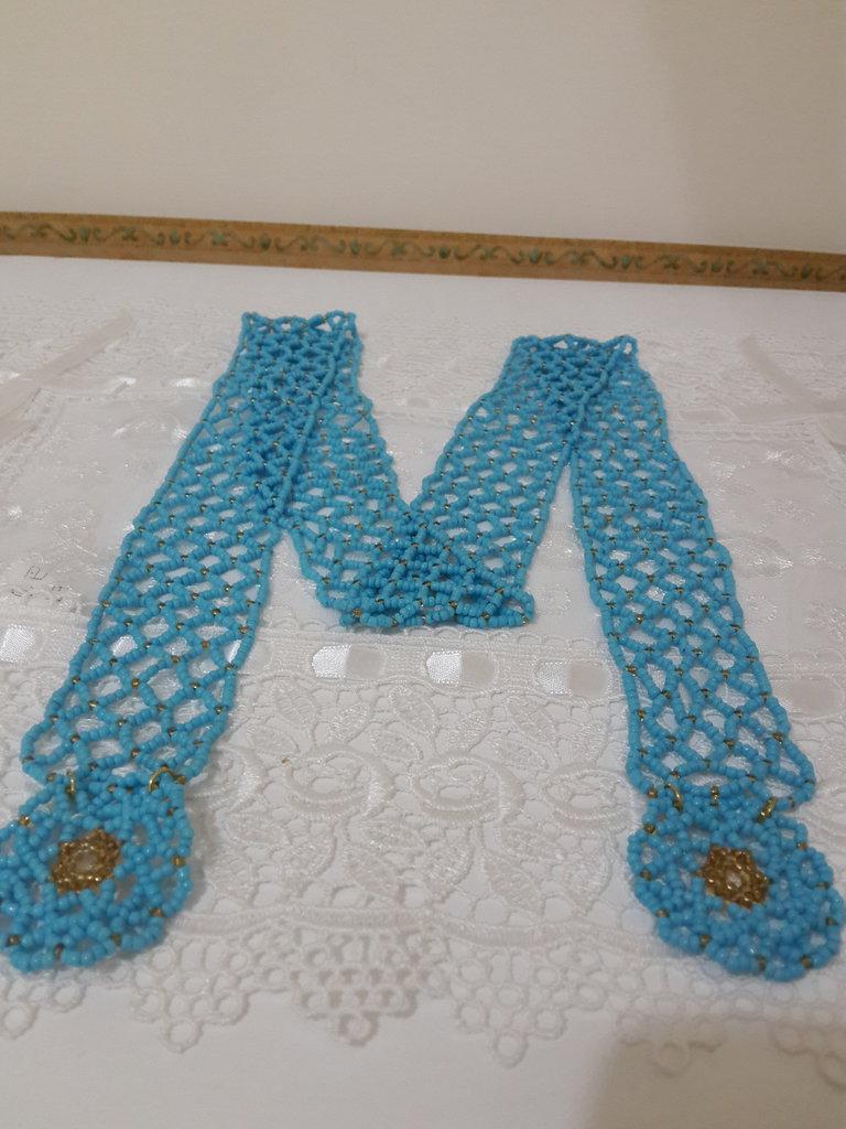 Collana di perline azzurra