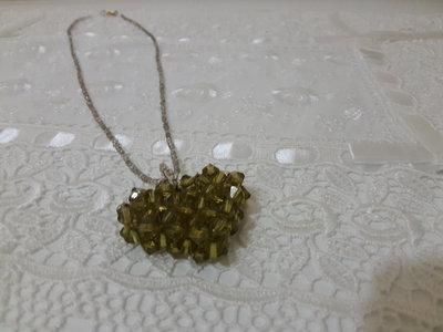 Collana perline cuore verde militare