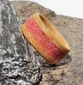 Anello in legno di Koto con intarsio in sabbia rossa fatto a mano