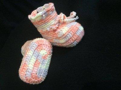 Scarpette e cappellino per neonata