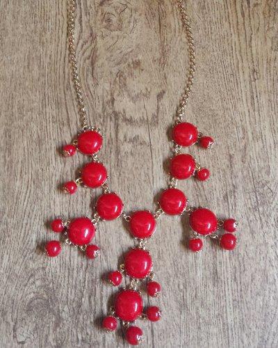 Collana lunga con sfere rosse