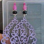 orecchini lilla e neri