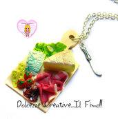 Collana tagliere con gorgonzola, salame, prosciutto, pomodoro, insalata, cetrioli, camoscio d'oro, edamer HANDMADE