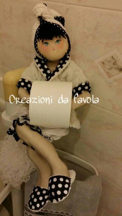 Bambola porta rotolo carta igienica