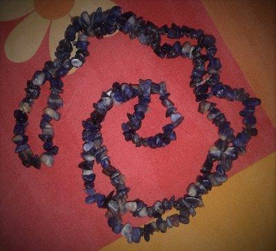 Collana lunga di pietre dure blu marmorizzate