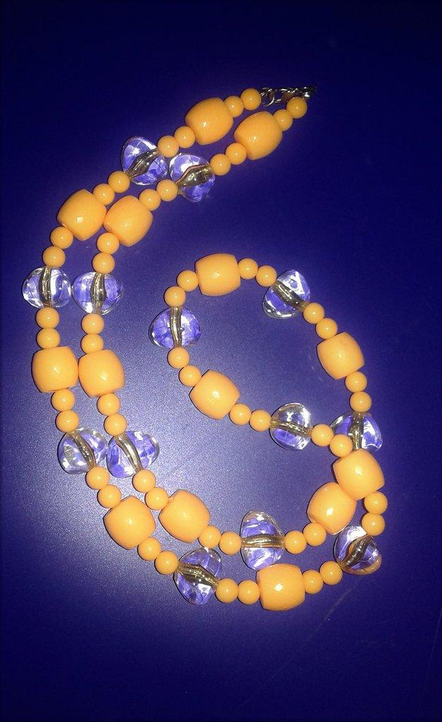Collana lunga di pietre gialle e trasparenti