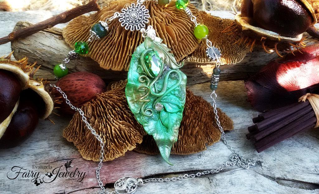 Collana foglia elfica agate verde ottone metallo goccia sfacettata