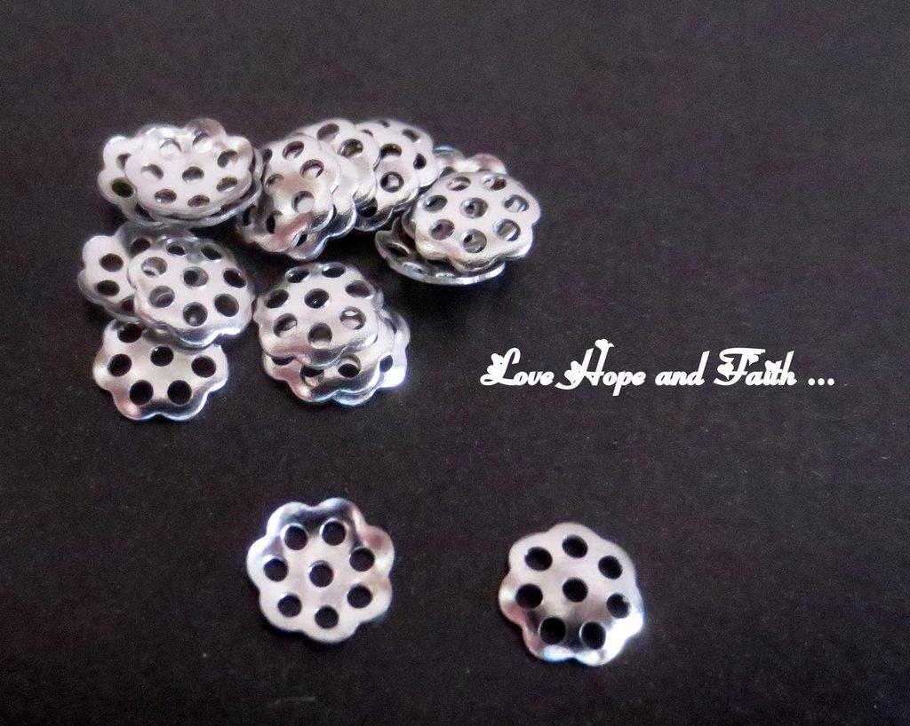 LOTTO 25 copriperla filigranate acciaio inox (6mm) (cod. inox 2)
