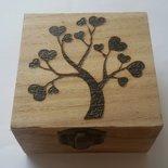 Scatola in legno incisa a fuoco con il pirografo - albero della vita con cuori