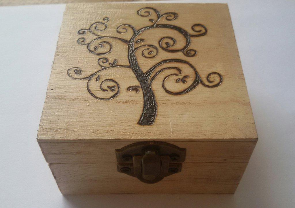 Scatola in legno incisa a fuoco con il pirografo - albero della vita