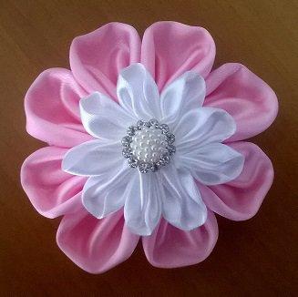 Fiore doppio kanzashi fatto a mano