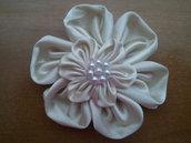 Fiore kanzashi fatto a mano doppio