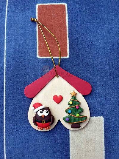 Decorazione natalizia da appendere con casetta in legno, gufetto e albero di natale in fimo
