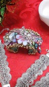 Bracciale rigido interamente decorato a mano con pietre e perle - Bangle entirely hand decorated with stonesand beads